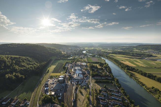Die frühere Eishockey-Halle wird im hinteren Teil des Sodi Industrieparks in Bad Zurzach wieder aufgestellt.