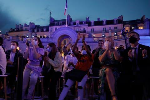Weder Maske noch Distanz: Am «la fête de la musique» mangelte es laut Experten an Disziplin.