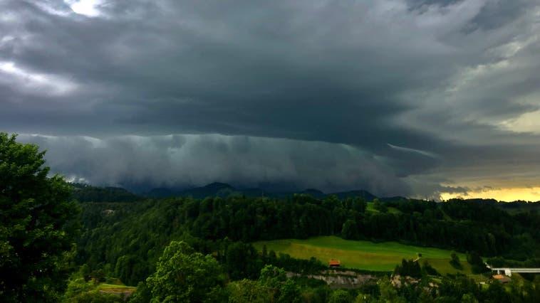 Noch bis am Donnerstag bleibt das Wetter wechselhaft. (Bild:Monique Lang)