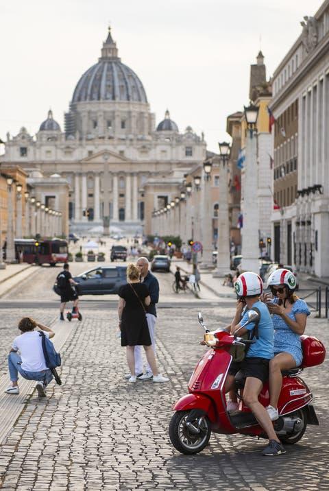 In Rom wird die Aufhebung der Maskenpflicht für geimpfte Personen in Erwägung gezogen.