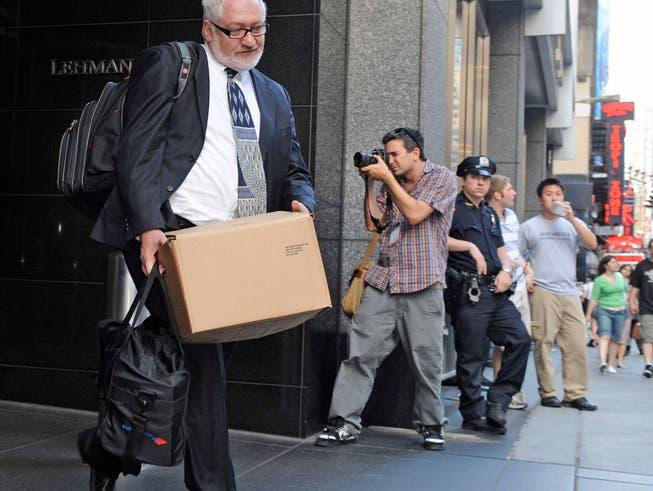 Symbol der Finanzkrise: Lehman-Banker packen ihre Siebensachen.