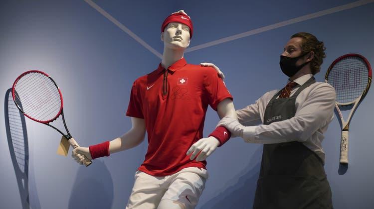 Das Outfit vom Davis-Cup-Sieg 2014: Roger Federers Kleidung, Taschen und Schläger aus zwei Jahrzehnten kommen bei «Christie's» unter den Hammer. (Yui Mok / AP)