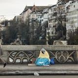 Ein Bettler auf der Mittleren Brücke. (Foto: Roland Schmid (10. Januar 2021))
