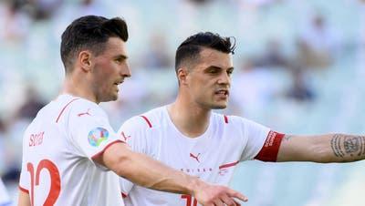 Gegen Wales und Italien spielte Schär von Beginn an - danach verlor er seinen Stammplatz. (Jean-Christophe Bott / Keystone)