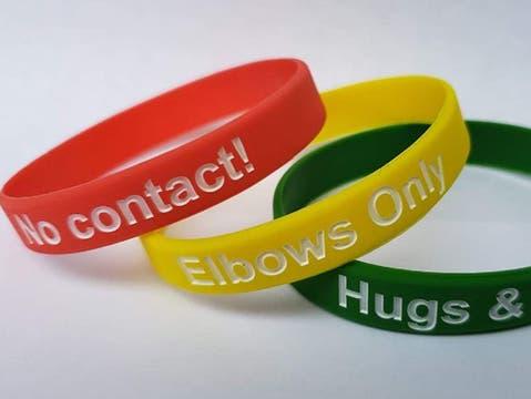 Die Armbänder gibt es auch auf Onlineshops zu kaufen.