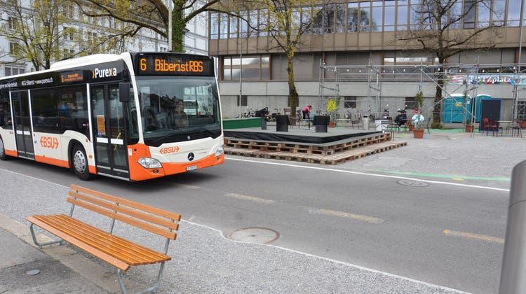 Postplatz: Die Buslinie 6 wird auch nach der Neugestaltung den Platz durchqueren. (Fabio Vonarburg)