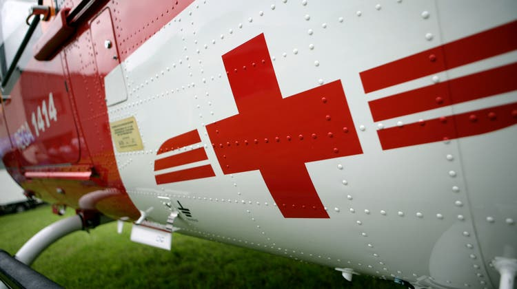 Der 61-Jährige zog sich dabei mittelschwere Verletzungen zu und wurde mit dem Rettungshelikopter ins Spital gebracht. (Archivbild: Reto Martin)