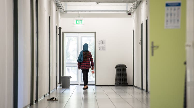 Laut Staatssekretariat für Migration haben dieses Jahr 50 abgewiesene Asylbewerber einen Corona-Test verweigert, um eine Ausschaffung zu verhindern. (Symbolbild) (Keystone)