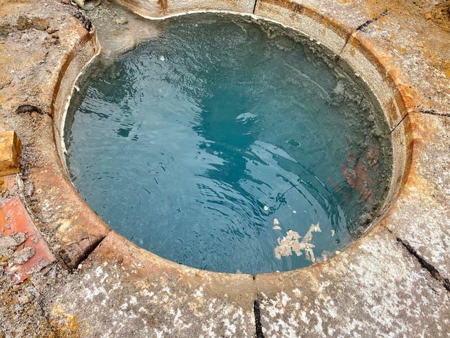 Der Schacht wurde im 15. Jahrhundert erstellt. Die Steine an der Oberfläche, der Quellkranz, ist 1943 verbaut worden.