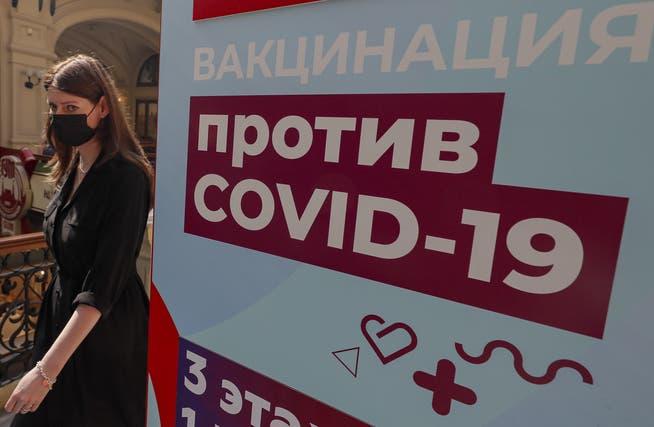 Impfstation in Moskau: Die russische Hauptstadt verzeichnet aktuell Rekordwerte bei den Neuinfektionen. Ein Grund dafür: Die ins Stocken geratene Impfkampagne.