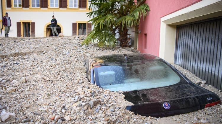Die Schäden in Cressier und Frochaux sind nach dem Unwetter gross. (Keystone)