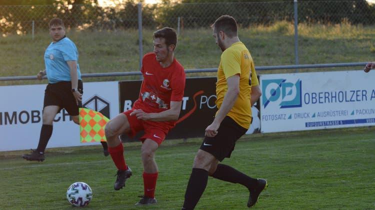 Wattwil Bunt, am Ball Sasha Fernandez, ist im letzten Saisonspiel in Wängi auf Punkte angewiesen. (Bild: Beat Lanzendorfer)