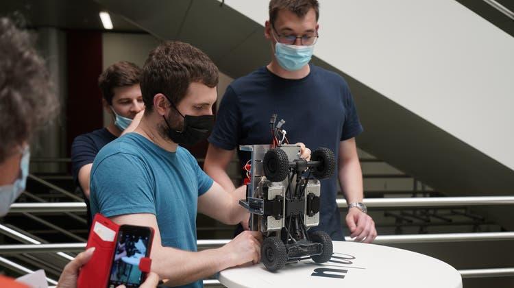 Die Systemtechnik-Studierenden der Fachhochschule Nordwestschweiz FHNW in Brugg-Windisch entwerfen und bauen «Monster Trucks». (zvg)