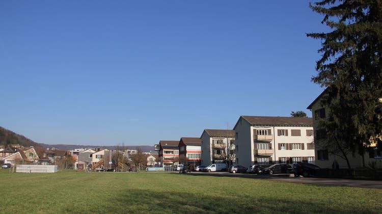 Im Quartier Weiermatt gehört die freie Parzelle neben den Häusern der Wohnbaugenossenschaft für Bundespersonal den Brugger Ortsbürgern. (Bild: Claudia Meier (20. Februar 2021))