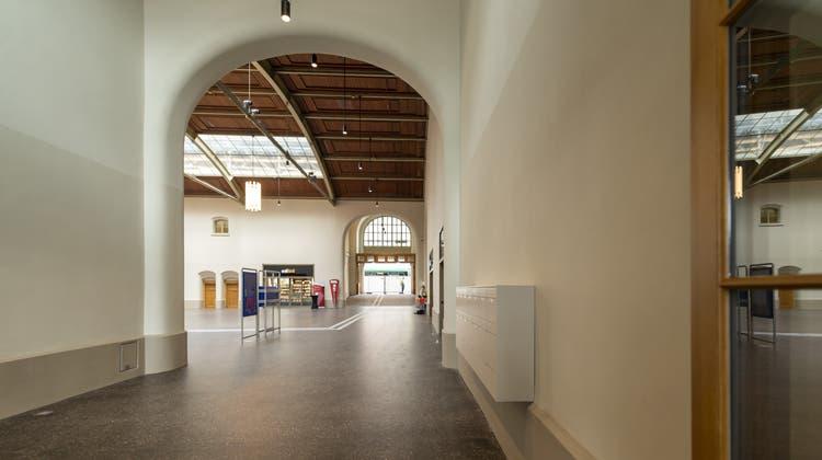 Ab Freitag ist der neu sanierte Westflügel des Bahnhof Basel SBB für die Öffentlichkeit offen. (Keystone)