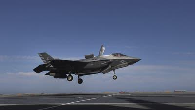 Der US-Tarnkappenbomber F-35 gilt als die eher teurere Wahl. (Ana Brigida / AP)