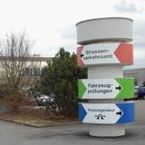 Damit die Wartezeiten nicht so lang sind: Ein Sprachroboter beantwortet Standardanfragen beim Strassenverkehrsamt. (Symbolbild) (ARG)