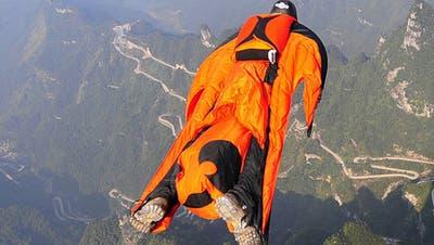 Gefährlicher Adrenalinkick: Basejumpen. (Symbolbild: Keystone)