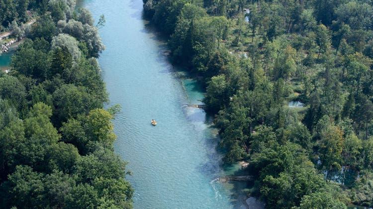 Beim Geborgenen dürfte es sich um einen Vermissten Aare-Schwimmer handeln. (Keystone) (Keystone)