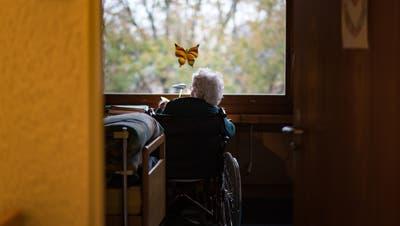 Die Coronakrise hat dazu geführt, dass in zahlreichenAlters- und Pflegeheimen derzeit viele Betten leer bleiben. (Michel Canonica (Gossau, 11. November 2020))