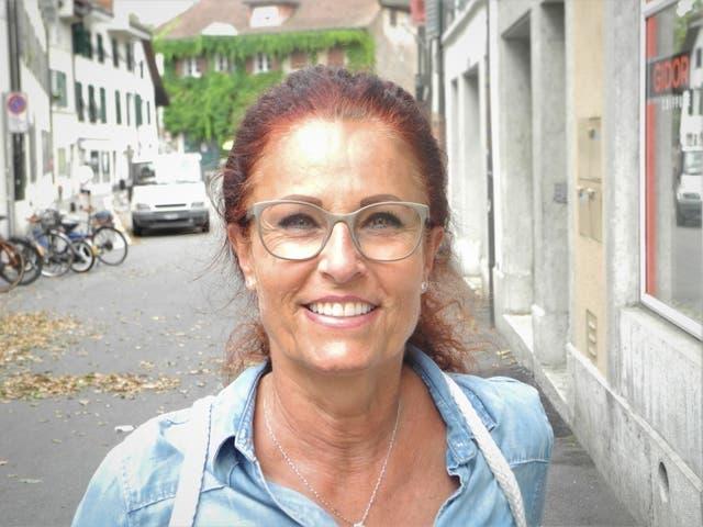 Judith Feller, 61, Dentalhygienikerin, Solothurn: «Ich bin doppelt geimpft, das Zertifikat habe ich aber noch nicht erhalten. Ich will eigentlich in die Ferien, aber ich mache das auch unabhängig vom Zertifikat. Das, was ich machen will, mache ich, aber mit Vernunft, Abstand und mit Respekt meiner Gesundheit sowie der Gesundheit meiner Mitmenschen gegenüber.»