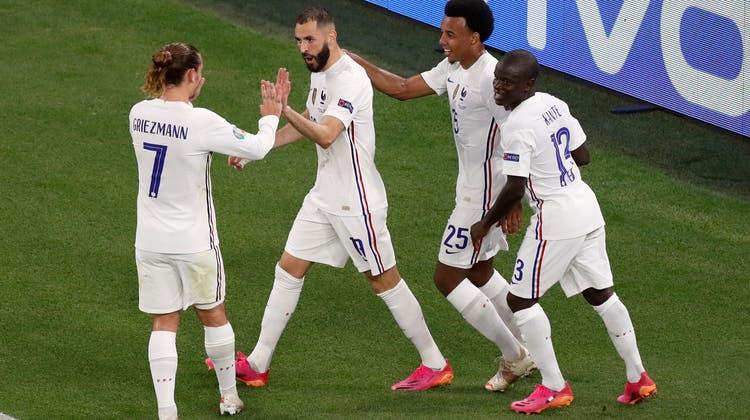 Jubelt Frankreich auch gegen die Schweiz? Zumindest die französischen Zeitungen sind zuversichtlich. (Keystone)