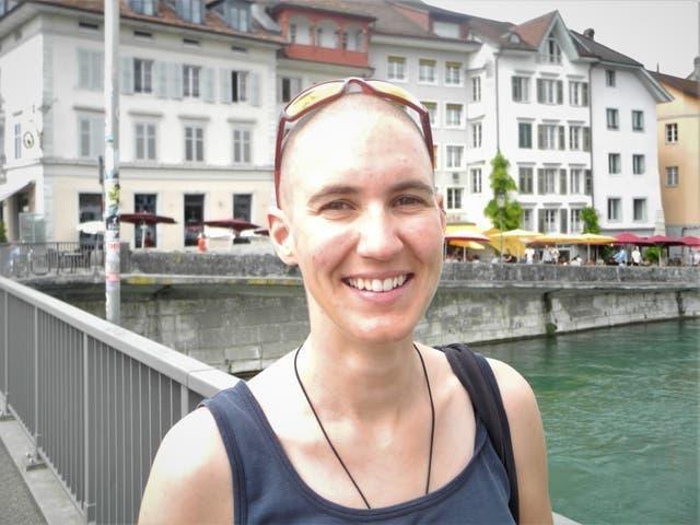 Carla Lemm, 35, Innendekorateurin, Solothurn: «Ich bin nicht geimpft und habe es nicht vor, solange ich nicht reisen will. Wenn ich einen Zertifikat hätte, würde ich den nächsten Flug buchen und irgendwo hinfliegen. Ich lasse mich nur impfen, weil ich gewisse Freiheiten zurückhaben will. Das stösst mir sauer auf.»