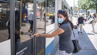 Die Passagierzahlen in Bahn und Bus steigen wieder. (Keystone)