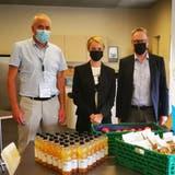 Die Zürcher Regierungsrätin Natalie Rickli (SVP) posierte mit dem Dietiker Stadtpräsidenten Roger Bachmann (SVP, rechts) und dem Dietiker Sicherheits- und Gesundheitsvorstand Heinz Illi (EVP, links) für ein Foto. (Twitter)