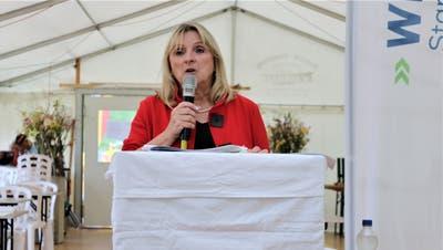 Die Geschäftsführerin der Regio Wil, Anne Rombach, präsentiert das Jahresprogramm. ((Bild: Christof Lampart))