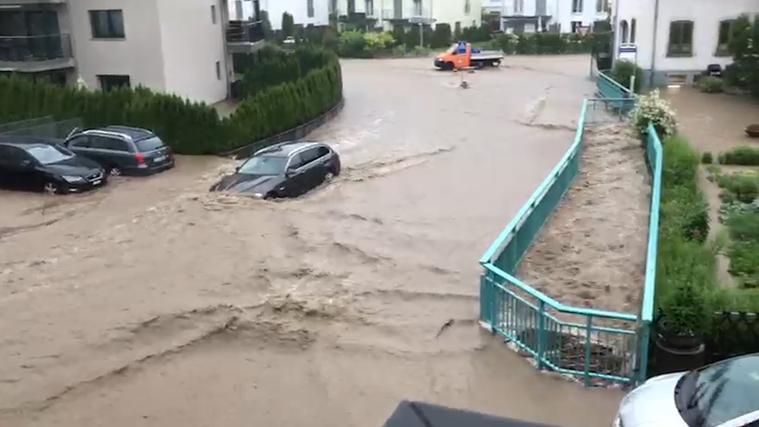 Reissende Bäche, überflutete Keller, Bahnhof unter Wasser: Unwetter sorgt in Teilen der Schweiz erneut für grossen Schaden