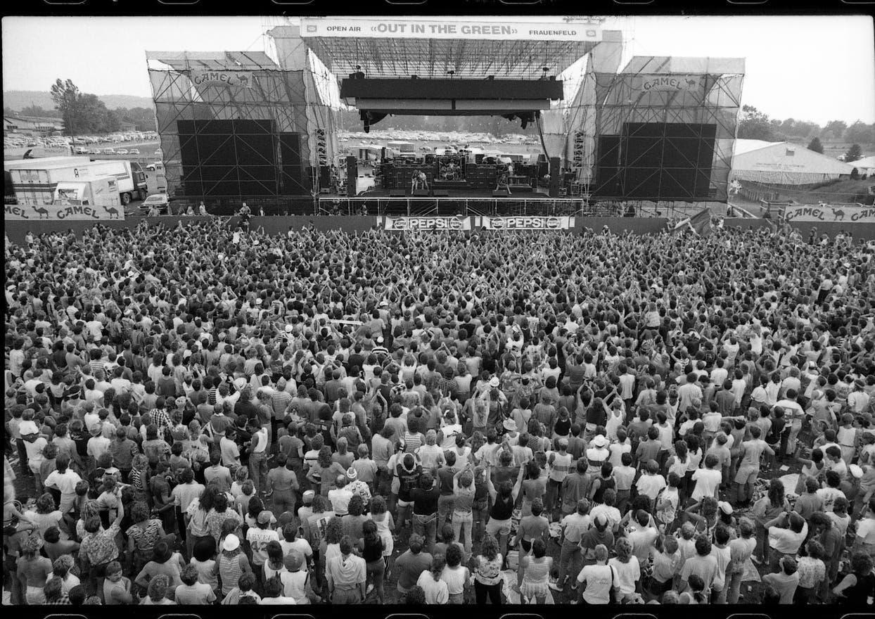 Auf der Bühne standen 1987 unter anderem Barclay James Harvest und Status Quo.