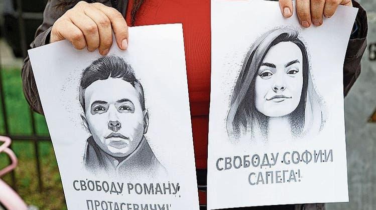 Lukaschenkos Regime lässt Journalisten RomanProtassewitsch aus dem Gefängnis– doch dessen Pein dauert an