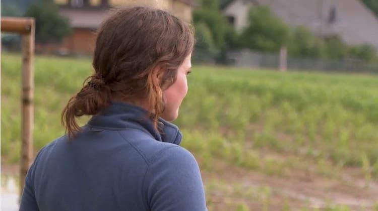 Mirjam Schmidig kämpfte gegen das Wasser an. Vergebens. Sie musste die Feuerwehr auf den Bauernhof rufen. (TeleM1)