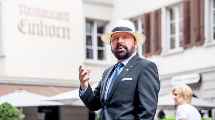 Hermann Alexander Beyeler vor dem Luzerner Restaurant «Einhorn»,dem neuen Sitz für sein Honorakonsulat von Belarus. (Nadia Schaerli)