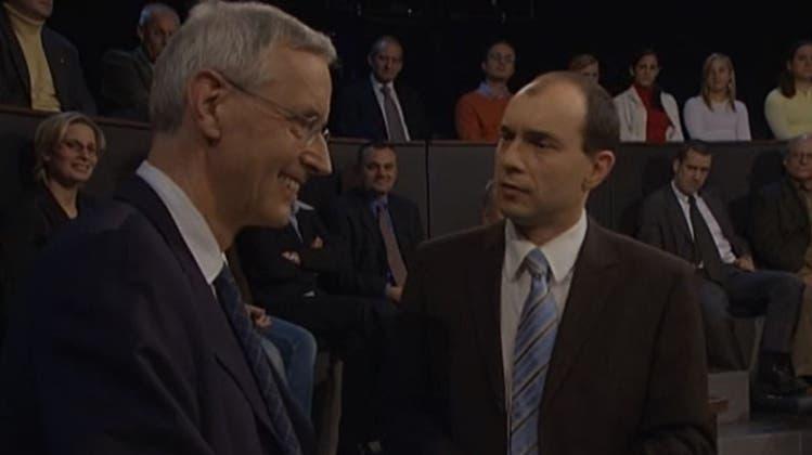 «Armenhaus Europas»: Die «Arena» des Schweizer Fernsehens mit Staatssekretär Jean-Daniel Gerber (links) und Moderator Urs Leuthard im Jahr 2005. (srf)