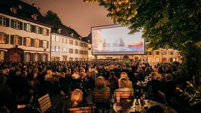 Das letzte Mal vor zwei Jahren auf dem Münsterplatz: Das Allianz Cinema. (David Hubacher / KEYSTONE)
