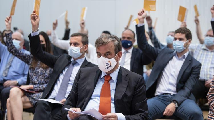 Die Mitte bestätigte am Samstag ihren Präsidenten Gerhard Pfister im Amt. (Keystone)
