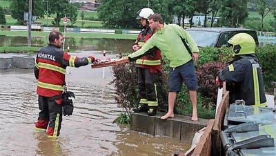Verpflegung für die Retter: Die Feuerwehr in Reiden hatte alle Hände voll zu tun. (Bild: Raphael Nadler)