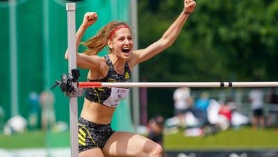Salome Lang jubelt, nachdem sie als erste Schweizerin überhaupt die 1,97 Meter übersprungen hat. (Andy Mueller / Freshfocus)