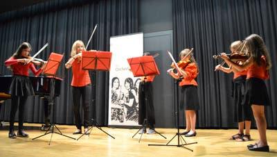 Die Mini-Bach-Strings verabschieden die Pandemie mit «Corona ade». (Bild: Adi Lippuner)
