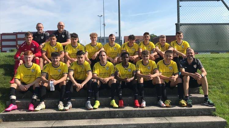 Die A-Junioren des FC Arbon mit den TrainernPeter Kreis, Philipp Huber und Daniel Battanta (hinterste Reihe und vorne rechts) (Bilder: PD)