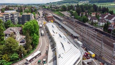 Der Wohler Bahnhof war an der Einwohnerratssitzung gleich dreimal im Fokus: Die Aufstockung des Personals, darunter Hausmeisterdienste aufgrund der neuen Tiefgarage am Bahnhof, der Baurechtsvertrag mit der SBB und das neue Parkierungsreglement in der Tiefgarage. (Sandra Ardizzone (8.6.2021))