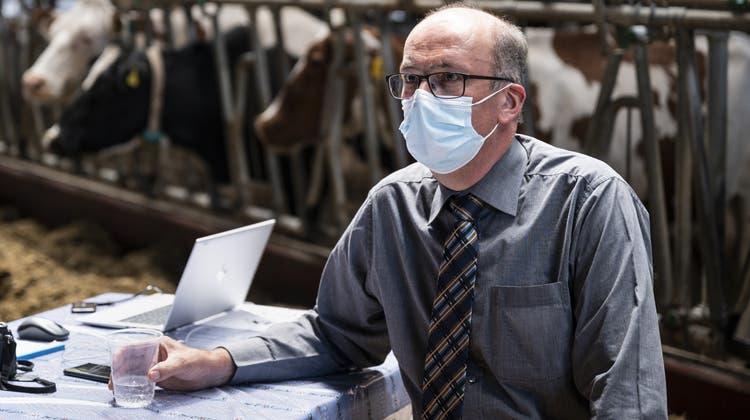 Markus Ritter, Bauernpräsident und St.Galler Mitte-Nationalrat, am Treffen des Komitees «2xNEIN zu den Agrarinitiativen» am Abstimmungssonntag, 13. Juni. (Bild: Alessandro Della Valle/KEYSTONE)