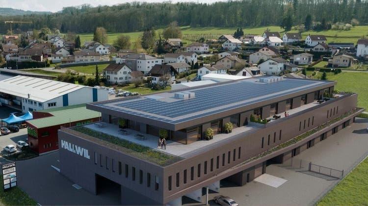 Die Visualisierung zeigt das geplante Gewerbehausbeim Hallwiler Ortseingang. (Zvg)