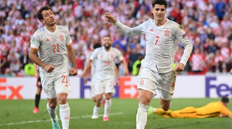Alvaro Morata (rechts) traf zum 5:3 für Spanien. (EPA)