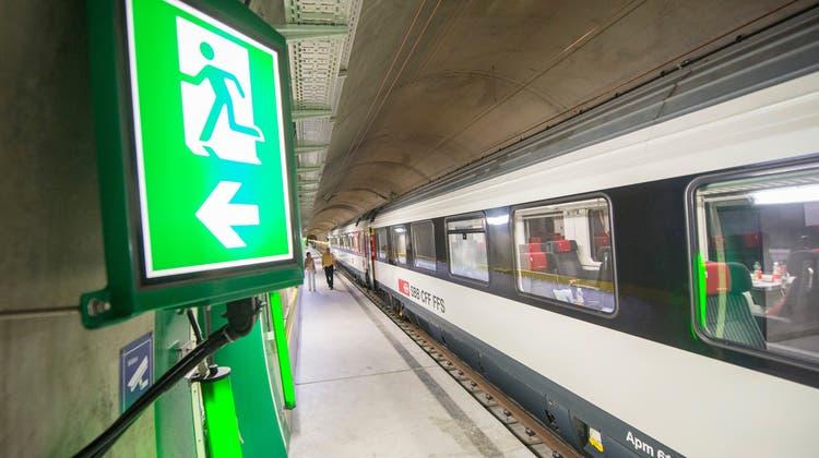 Haltestelle 800 Meter unter dem Boden: Hier konnten die SBB-Passagiere umsteigen. (Keystone)