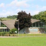 Das Hallenbad Brugg mit der filigranen Konstruktion von Heinz Isler hat Baujahr 1981. (Bild: Maja Reznicek)