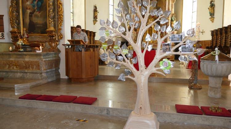 Einweihung Lebensbaum in der Kirche Gretzenbach