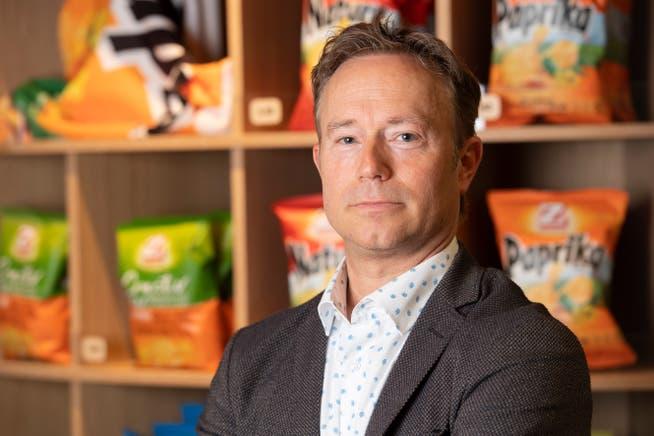Christoph Zweifel, CEO Zweifel Pomy Chips AG, hat die erste Halbzeit selbst Sport getrieben, ab der zweiten dann aber mit seinen Badminton-Kollegen mitgefiebert.